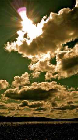 Wolken, an den Himmel gemalt.