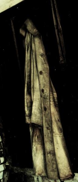 Ein alter Mantel.