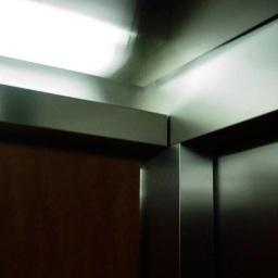 Ein Fötus im Aufzug ohne Zeit und Gewicht.